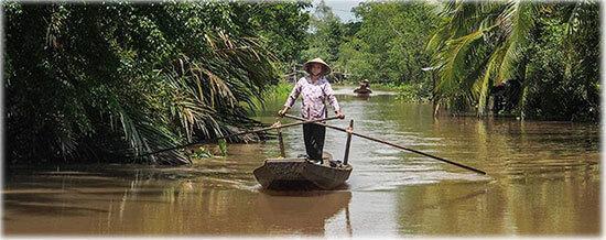 Femme du Vietnam sur le delta du Mékong - Sur la route entre l'Asie du Sud-Est et la Suisse - Frangipanier créations d'artisanat d'Asie du Sud-Est