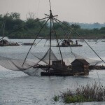 Cambodge image barques de pêcheurs sur le Mékong. Images et textes proposés par Frangipanier, votre boutique mobile de créations d'artisanat d'Asie du Sud-Est.