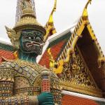 Thaïlande image statue de garde au Grand Palais de Bangkok. Images et textes proposés par Frangipanier, votre boutique mobile de créations d'artisanat d'Asie du Sud-Est.