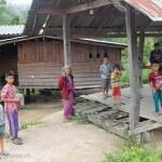 Thaïlande image village des minorités ethniques du Nord de la Thaïlande. Images et textes proposés par Frangipanier, votre boutique mobile de créations d'artisanat d'Asie du Sud-Est.