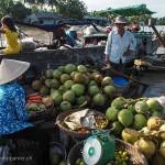 Vietnam image marchés flottants et marchands. Images et textes proposés par Frangipanier, votre boutique mobile de créations d'artisanat d'Asie du Sud-Est.