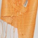 Echarpe en soie naturelle filée et tissée à la main par les artisanes des villages du Laos - artisanat authentique et équitable - code 201101-f2