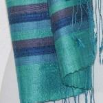 Echarpe en soie naturelle filée et tissée à la main par les artisanes des villages du Laos - artisanat authentique et équitable - code 201225-f2