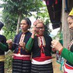 Ky Son Vietnam le commerce équitable offre des lunettes aux habitants des villages 10