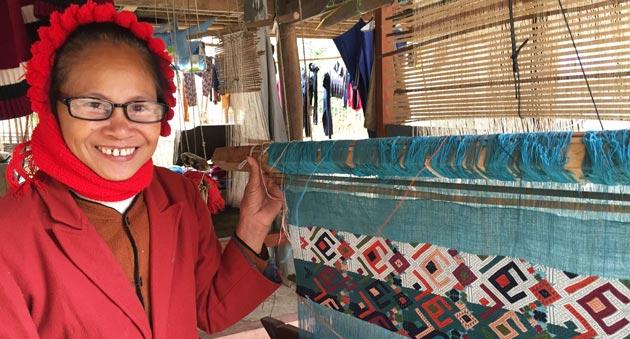 Ky Son Vietnam le commerce équitable offre des lunettes aux habitants des villages 4b