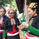 Ky Son Vietnam le commerce équitable offre des lunettes aux habitants des villages 5