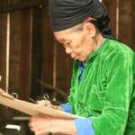 Frangipanier artisanat du chanvre et batik indigo dans une ethnie H'mong du Vietnam 10