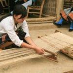 Frangipanier artisanat du chanvre et batik indigo dans une ethnie H'mong du Vietnam