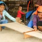 Frangipanier artisanat du chanvre et batik indigo dans une ethnie H'mong du Vietnam 3