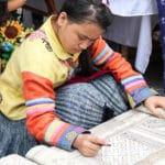 Frangipanier artisanat du chanvre et batik indigo dans une ethnie H'mong du Vietnam 4