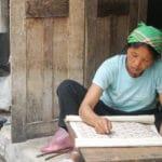 Frangipanier artisanat du chanvre et batik indigo dans une ethnie H'mong du Vietnam 5